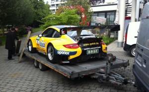 """Der GT3 Rennwagen bei seiner """"Anfahrt"""""""